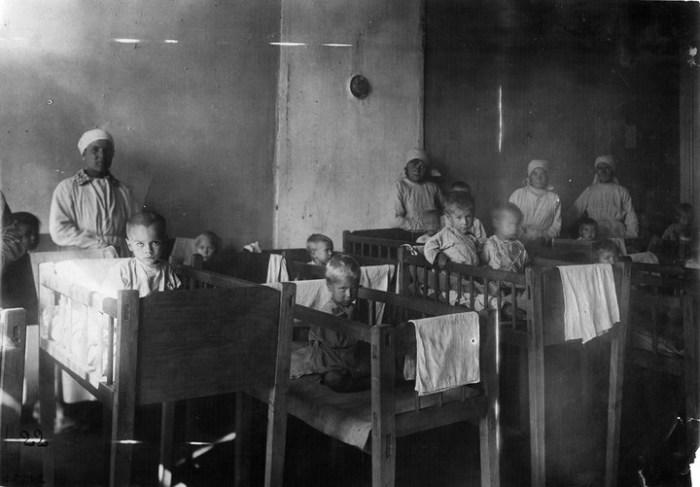 Сироты в детском доме. Россия, Ставрополь, 1921 год.
