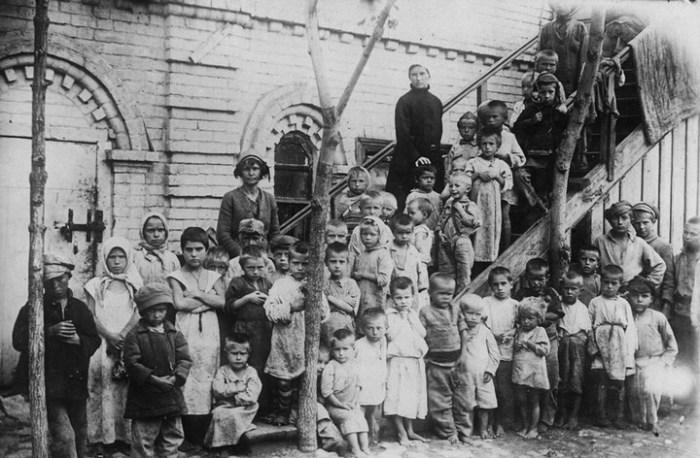 Борьба с голодом и беспризорностью во время голода. Россия, Поволжье, 1921 год.