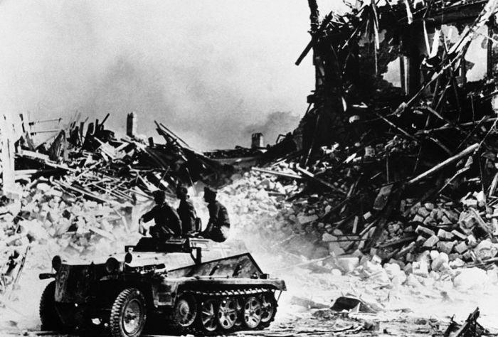 Германский бронеавтомобиль едет среди руин Севастополя.