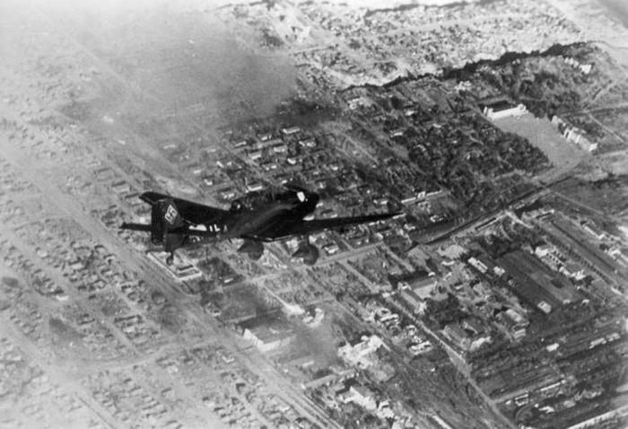 Одномоторный двухместный пикирующий бомбардировщик.