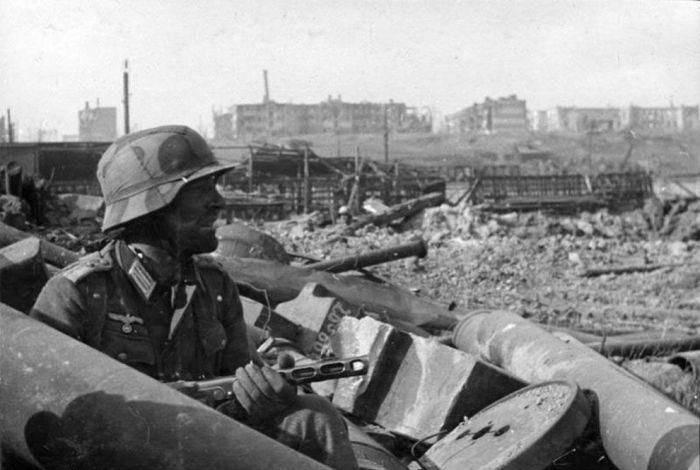 Немецкий солдат, участвующий в Сталинградской битве в 1942 году.