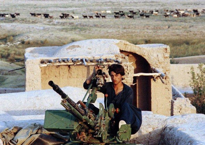 После ухода советских войск из Афганистана существенно осложнилась обстановка на советско-афганской границе.