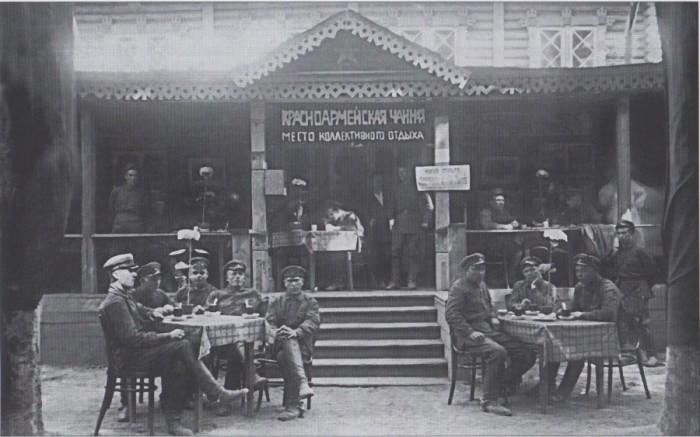 «Красноармейская чайная», 1920-е годы.