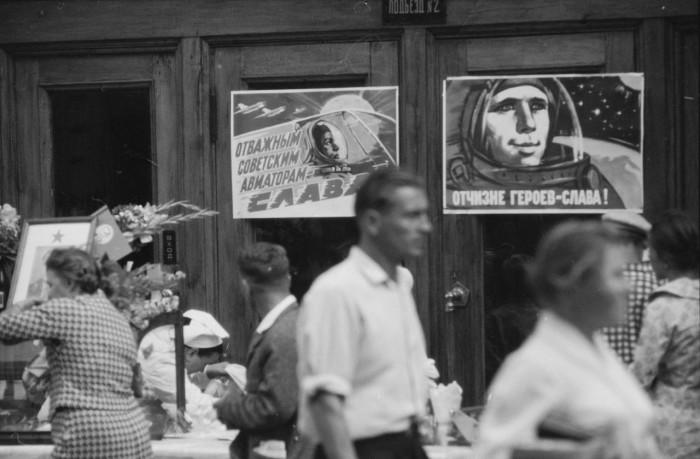 Плакаты с изображениями советских космонавтов. СССР, Москва, 1961 год.