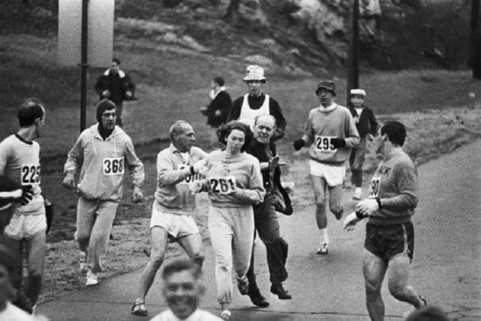 Первая женщина, которая официально пробежала Бостонский марафон.