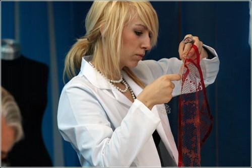 Платье, которое исчезает от дизайнера Хелен Сторей (Helen Storey)