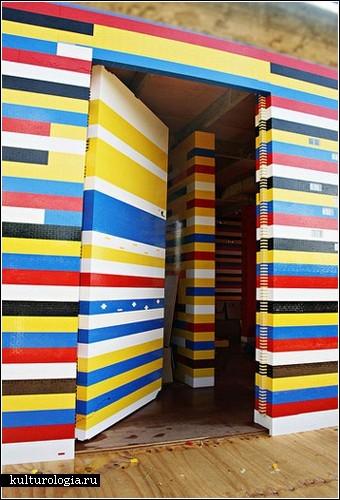 Жилой дом из кубиков Лего