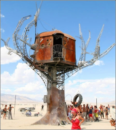Дом-шалаш в стиле стимпанк (Steampunk Tree House),2007