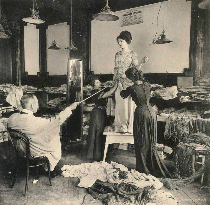 Творческий беспорядок - работа над новой моделью платья.