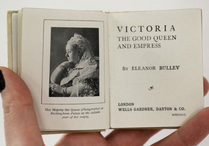 Книга о Королеве Виктории, опубликованная в год ее смерти. Лондон, 1901 год.