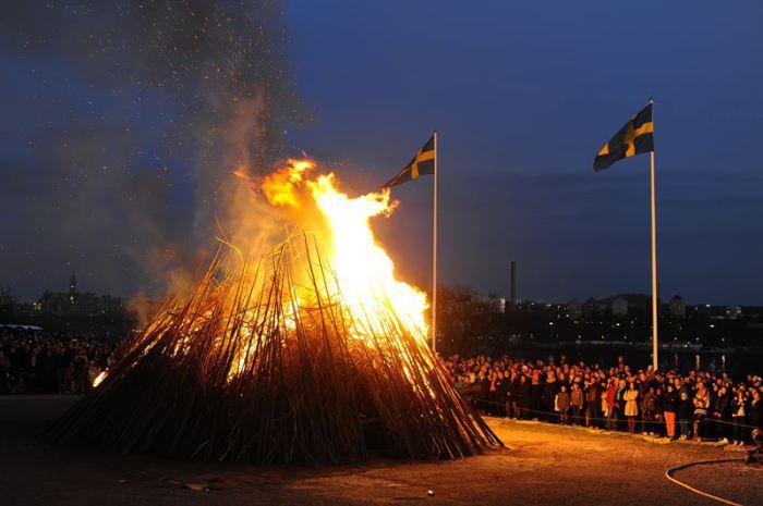 Костер на Вальпургиеву ночь. Скансен, Швеция. | Фото: news.cision.com.