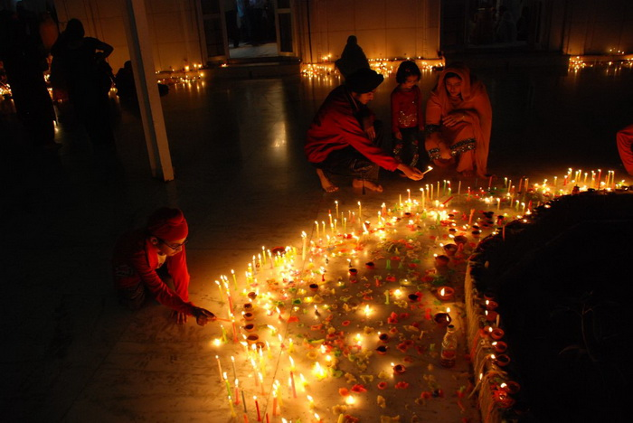 Огни праздника Дивали. | Фото: kulturologia.ru.