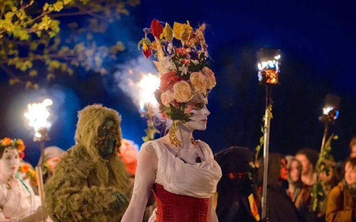 Майская Королева – самая красивая девушка на фестивале. Фото: inlingua-edinburgh.co.uk.