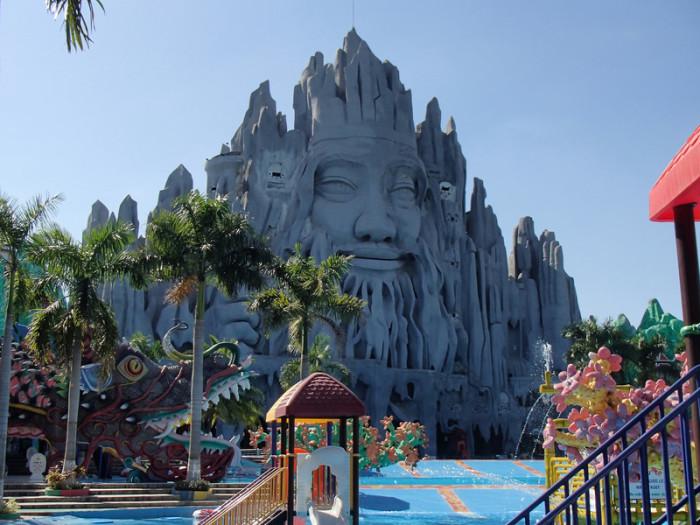 Император надеется, что в аквапарке понравится всем.