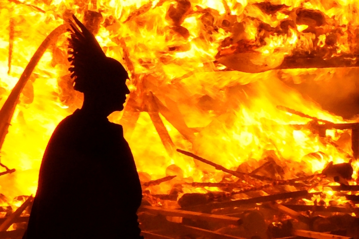 Викинг на праздновании Up Helly Aa. | Фото: shetlandnature.net.