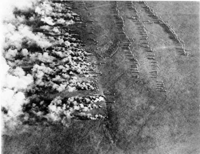 Начало немецкой газовой атаки. Восточный фронт, 1916 год. | Фото: ru.wikipedia.org.