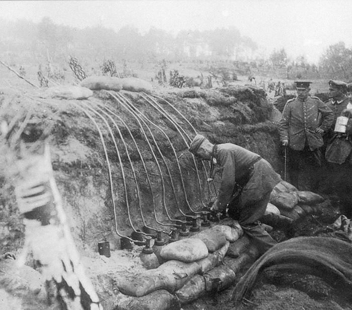 Немцы готовятся пускать газ на русские позиции. | Фото: foma.ru.