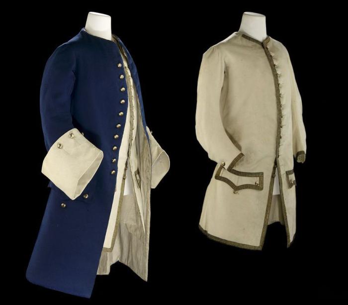 Парадная форма лейтенанта (слева) и жилет (справа).