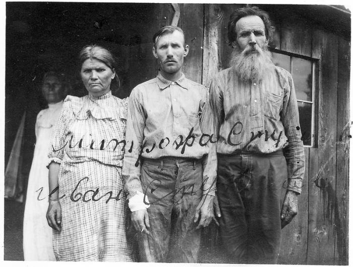 Фото русской семьи из заявки на репатриацию.   Фото: atlasobscura.com.
