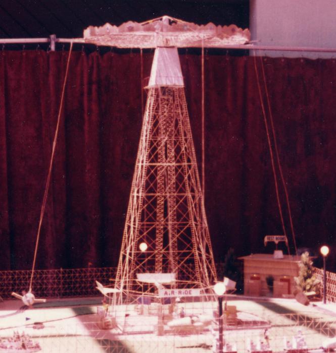 Эта карусель для самолетов 1,5-метровой высоты была построена в 1970-е годы. | Фото: atlasobscura.com.