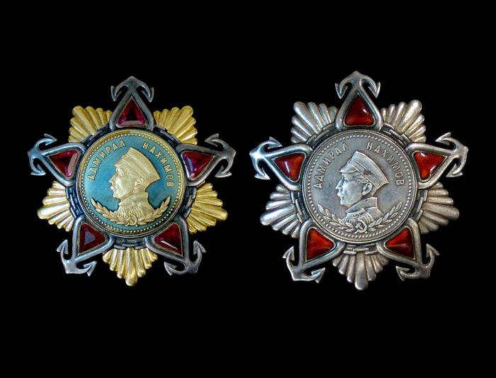 Ордена Нахимова 1-й и 2-й степеней. | Фото: sovietmedals.ucoz.com.