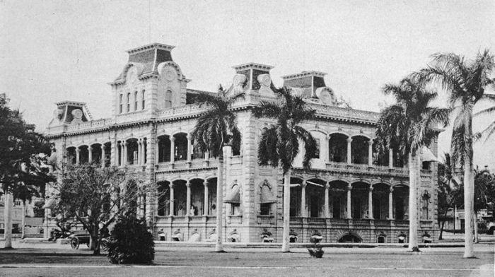 Дворец Иолани в Гонолулу, 1922 год.   Фото: atlasobscura.com.