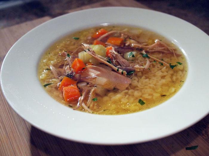 Бульонные кости являются словно напоминанием об оригинальных ресторанах, в которых могли предложить только суп. | Фото: atlasobscura.com.