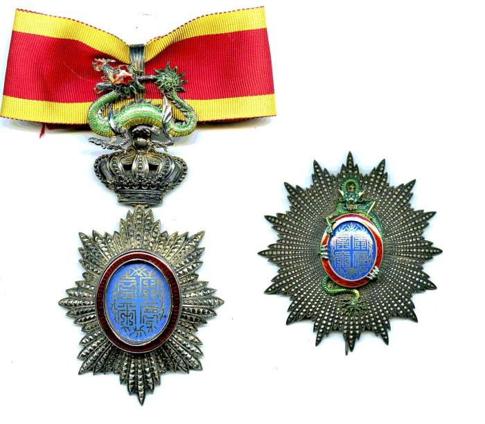 Шейный знак и звезда ордена Дракона Аннама. | Фото: ordenskreuz.com.