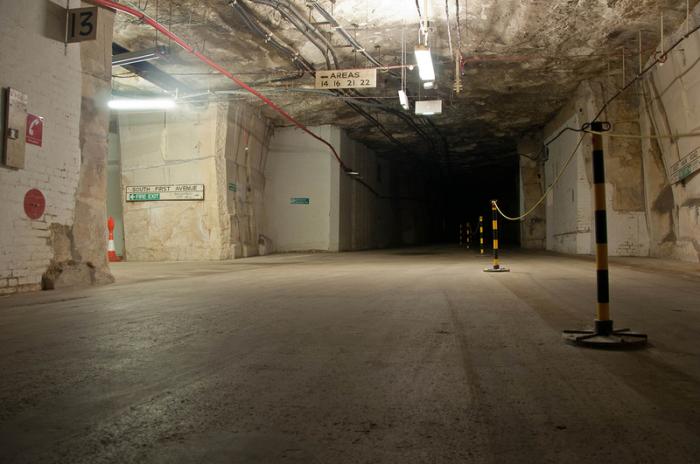 Бурлингтонский бункер в Уилтшире (Англия) настолько велик, что он имеет обозначения названий улиц.