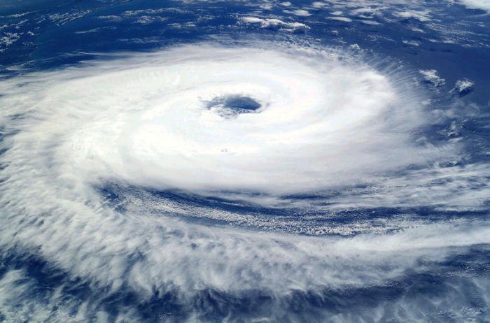 Ураган Катрина, снятый с Международной космической станции в 2004 году. | Фото: atlasobscura.com.