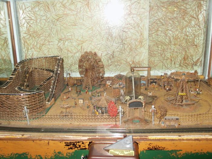 Американские горки полутораметровой высоты. | Фото: atlasobscura.com.