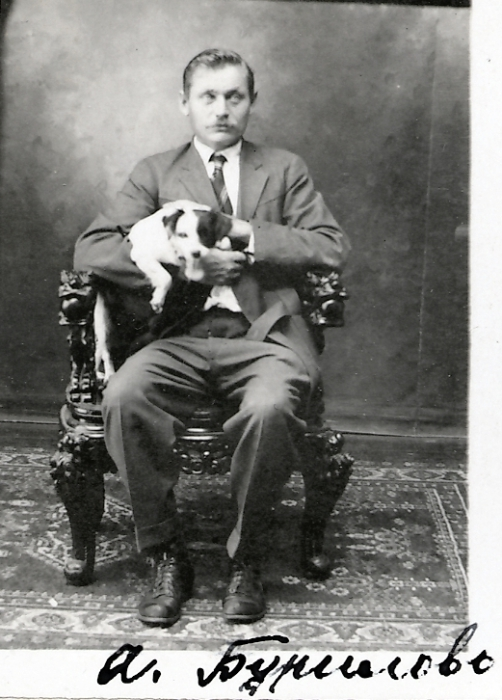 Бурилов Андрей Степанович прибыл в 1910 году и работал на плантации. Оставив Гавайские острова, уехал в Калифорнию.   Фото: atlasobscura.com.
