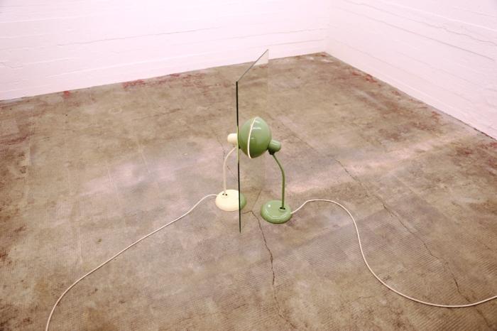 Инсталляция с лампами. | Фото: thehundreds.com.
