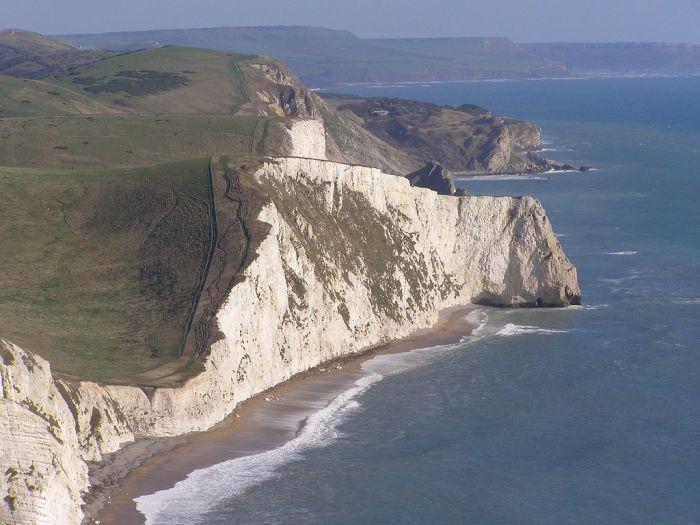 Южное побережье Англии, на котором хорошо изучать геологию и древних динозавров. | Фото: ru.wikipedia.org.