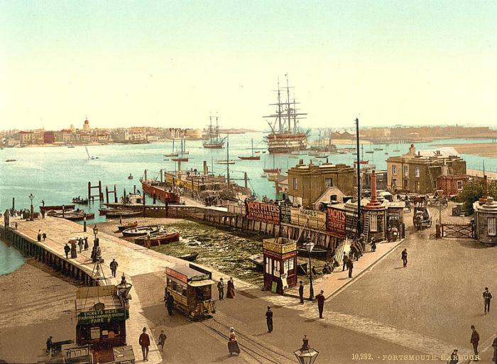 Торговые корабли в гавани Портсмута, Англия. | Фото: atlasobscura.com.