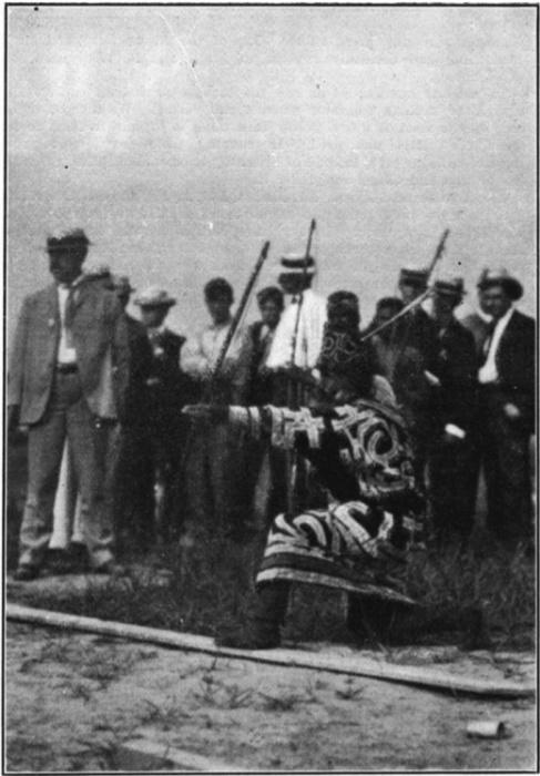 Лучник азиатского народа айнов, 1904 год. | Фото: slideshare.net.