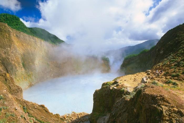 Кипящее озеро в Доминике. | Фото: masterok.livejournal.com.