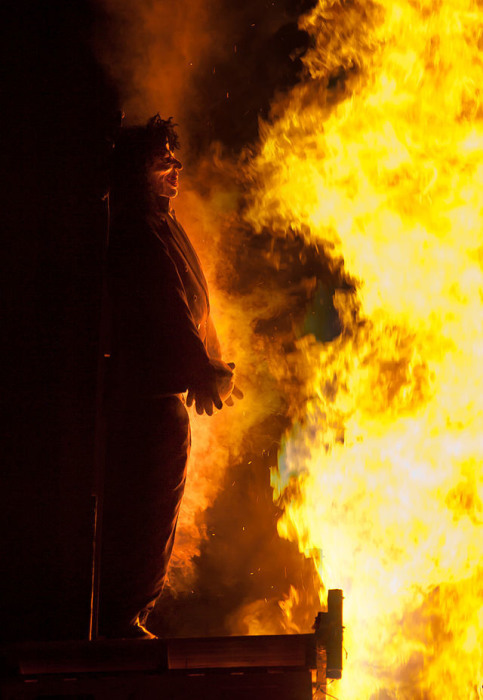 Чучело Гай Фокса пылает в Эссексе. | Фото: en.wikipedia.org.