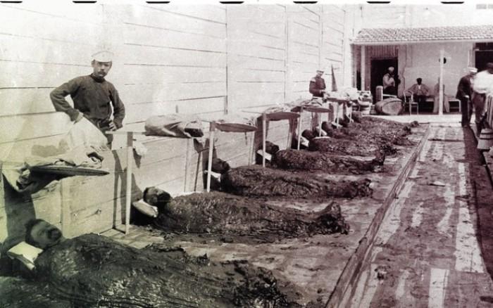 Экономный вариант – пациенты принимают процедуры в общем павильоне. Саки, 1912 год. | Фото: nv.ua.