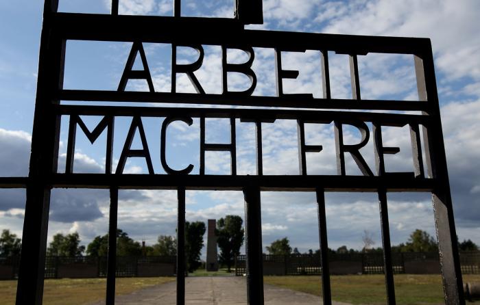 Ворота концлагеря Заксенхаузен. | Фото: travel.rambler.ru.