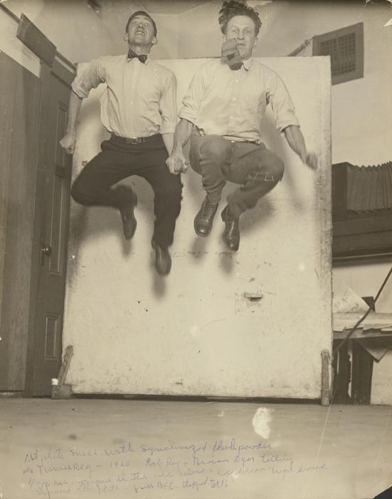 Снимок с испопользованием первой синхронизированной фотовспышки. | Фото: atlasobscura.com.