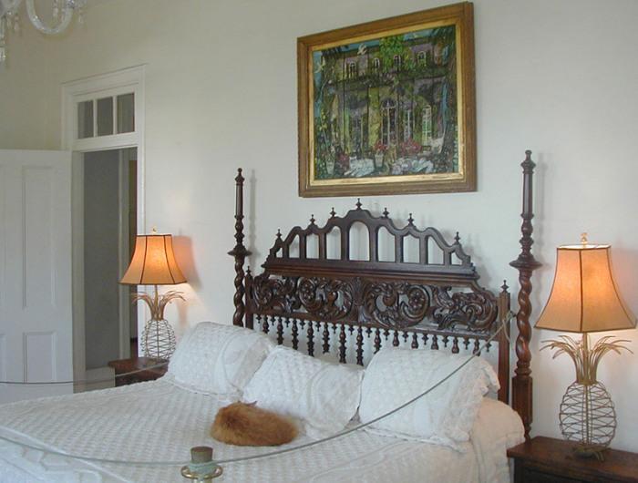 Кошка спит в кровати великого писателя. | Фото: flickr.com.