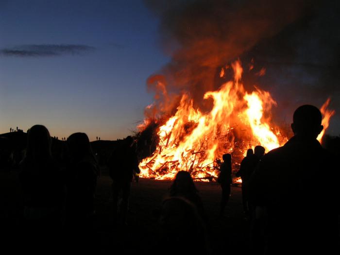 Праздничный костер на Вальпургиеву ночь. | Фото: flickr.com.