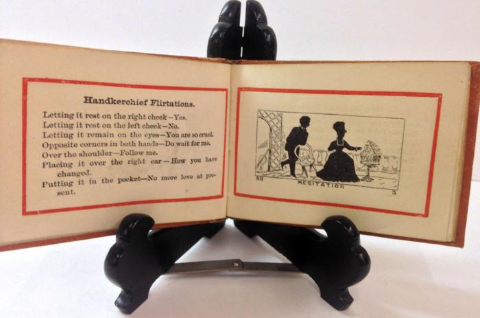 Миниатюрное издание «Небольшой флирт», опубликованное в 1871 году, представляет собой удобный справочник по «расшифровке» флирта с носовым платком, перчаткой, веером или зонтиком.