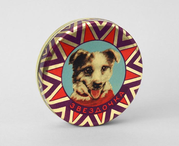 Собака Звездочка на жестяной коробке для конфет, 1960 год.