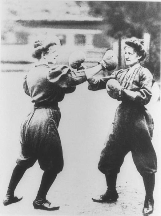 Показательный женский бокс на Олимпиаде в Сент-Луисе, 1904 год. | Фото: historybyzim.com.