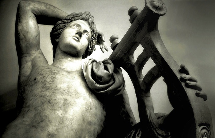 Бог Аполлон, в честь которого устраивали человеческие убийства. | Фото: haikudeck.com.