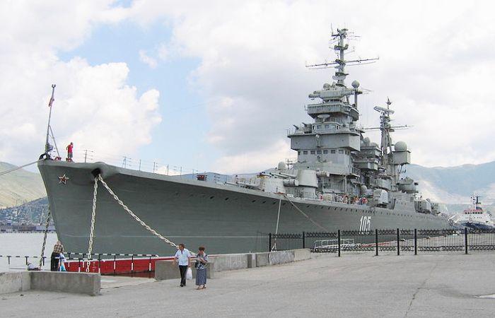 Крейсер «Михаил Кутузов» в Новороссийске. | Фото: ru.wikipedia.org.