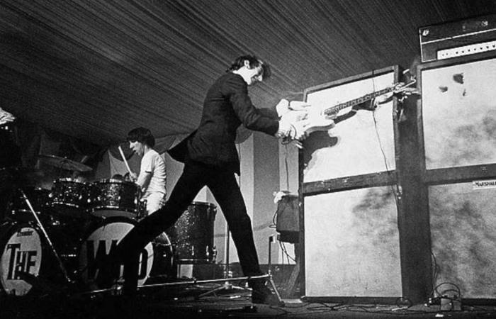 Пит Таунсенд - рок-гитарист, который первый разбил свой инструмент. | Фото: youtube.com.
