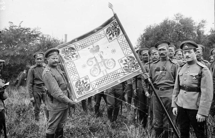 Штандарт российского 1-го полка во Франции. | Фото: humus.livejournal.com.